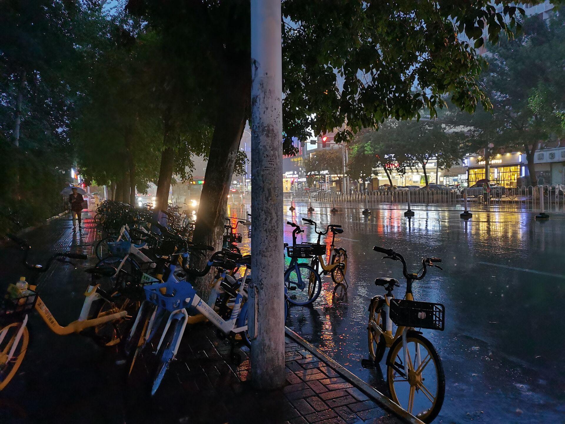 卖surface的雨夜.jpg